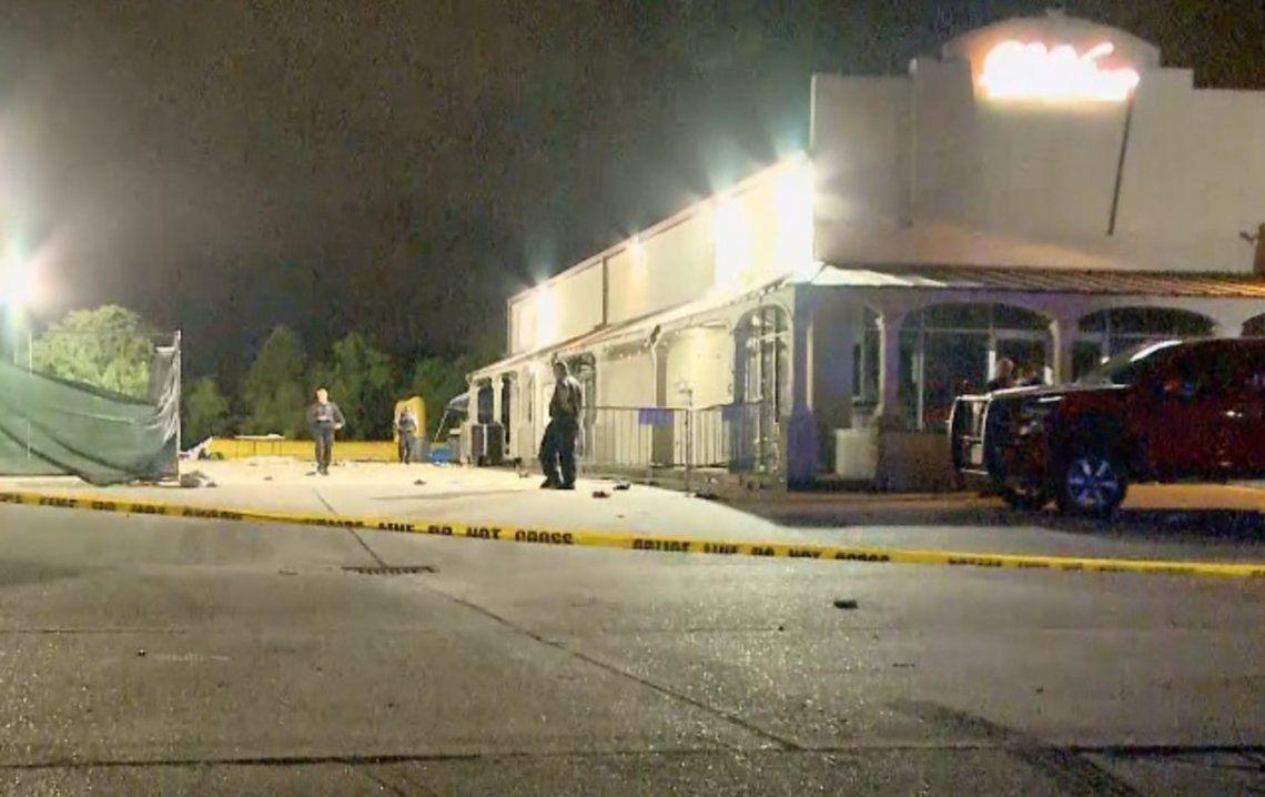 La policía confirmó que una de las personas heridas se encuentra en estado crítico.