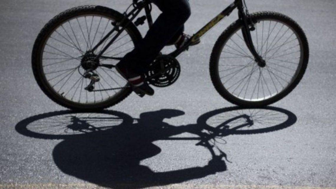 El policía se dirigía a trabajar dede La Tablada en su bicicleta cuando fue abordado por dos asaltantes.