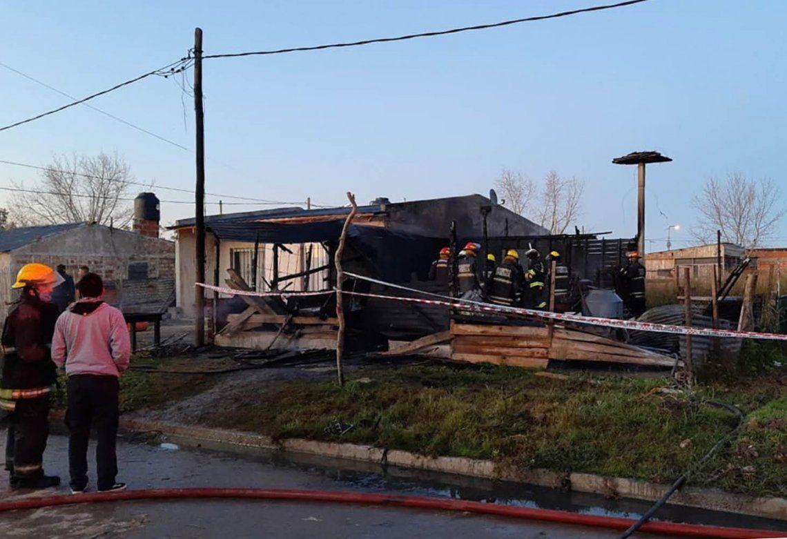 Las llamas destruyeron la vivienda en Punta Lara y acabó con la vida de siete personas.