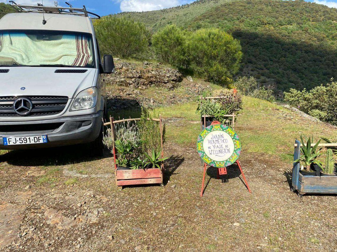 España: de qué se trata el grupo hippie La Familia Arcoíris