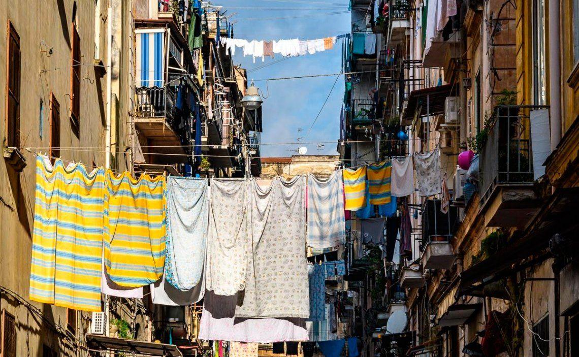 Nápoles: detienen a mafia que extorsionaba a comerciantes y les hacía factura