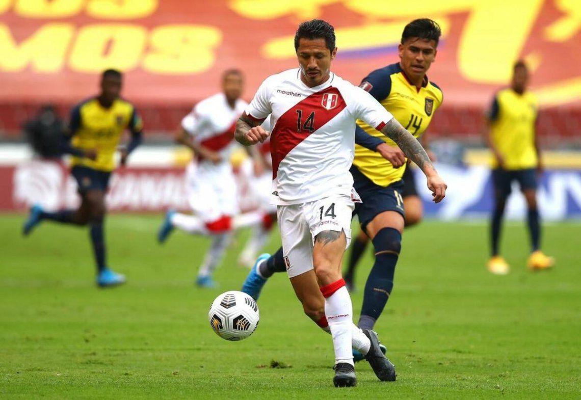 Perú logró su primer triunfo ganándole 2-1 a Ecuador. cu