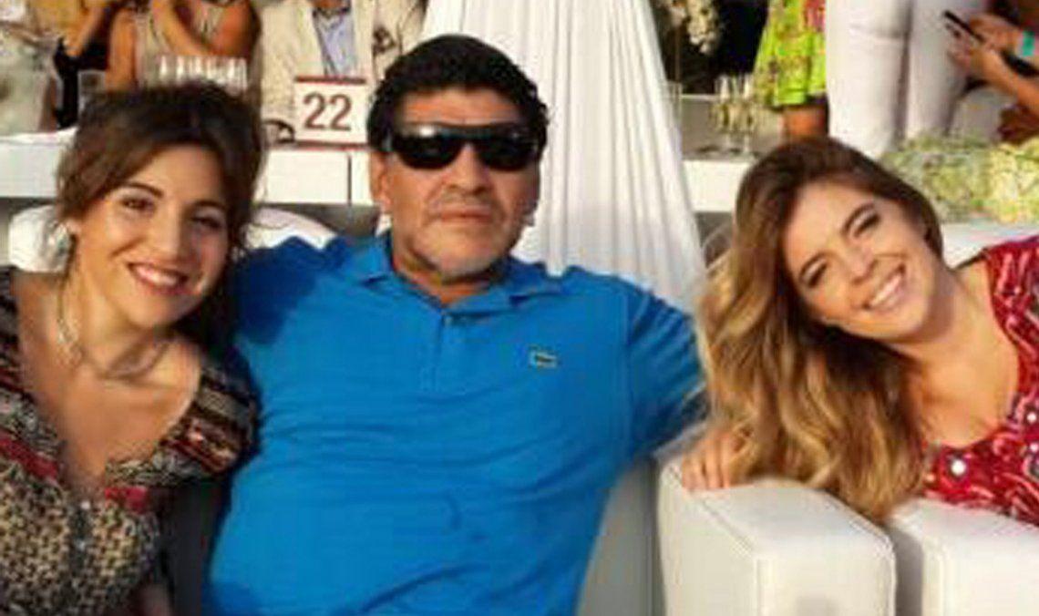 Diego Maradona y dos de sus hijas. Las pertenencias del 10