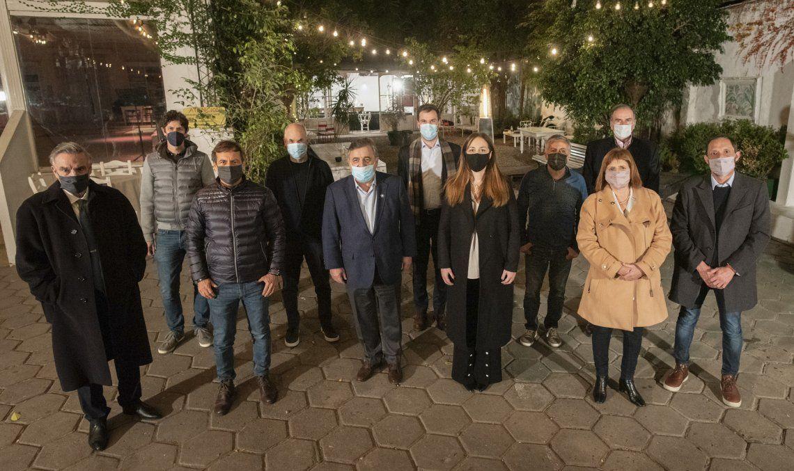 Los integrantes de la Mesa Nacional de Juntos por el Cambio posaron para la foto.
