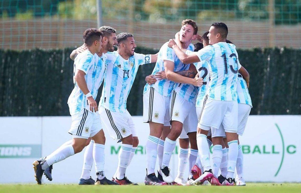 Argentina derrotó 2-1 a Dinamarca en su primer partido.