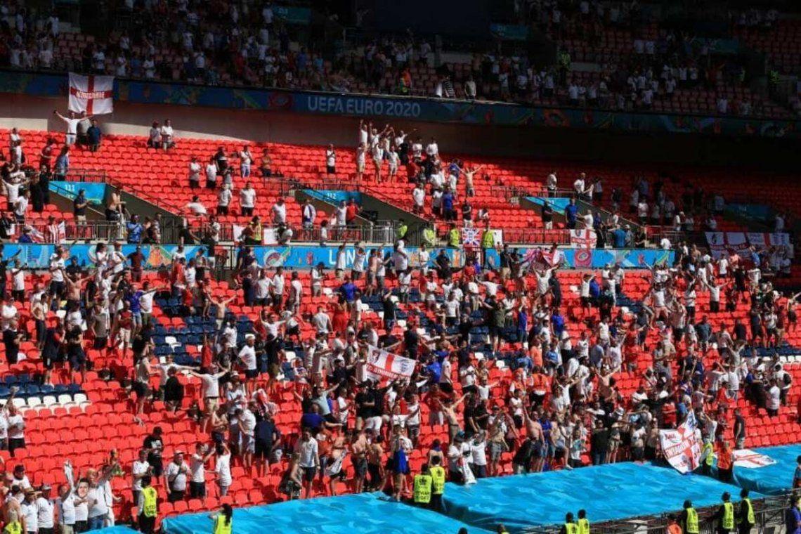 Un fanático de la Eurocopa está en grave estado tras caer al vacío.