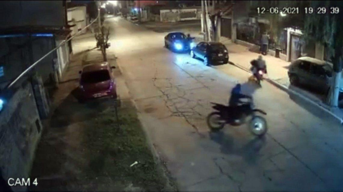 Los delincuentes efectuaron al menos cuatro disparos antes de huir.