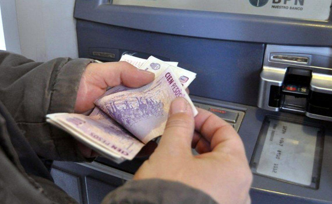 Pronostican baja de precios y recuperación de los salarios
