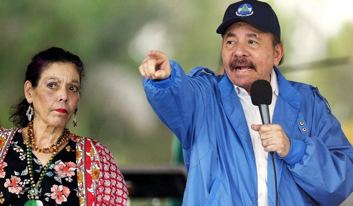 Daniel Ortega y su mujer