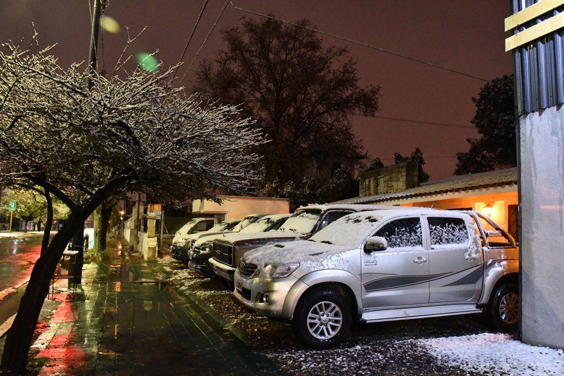 En fotos: Córdoba amaneció cubierta de nieve