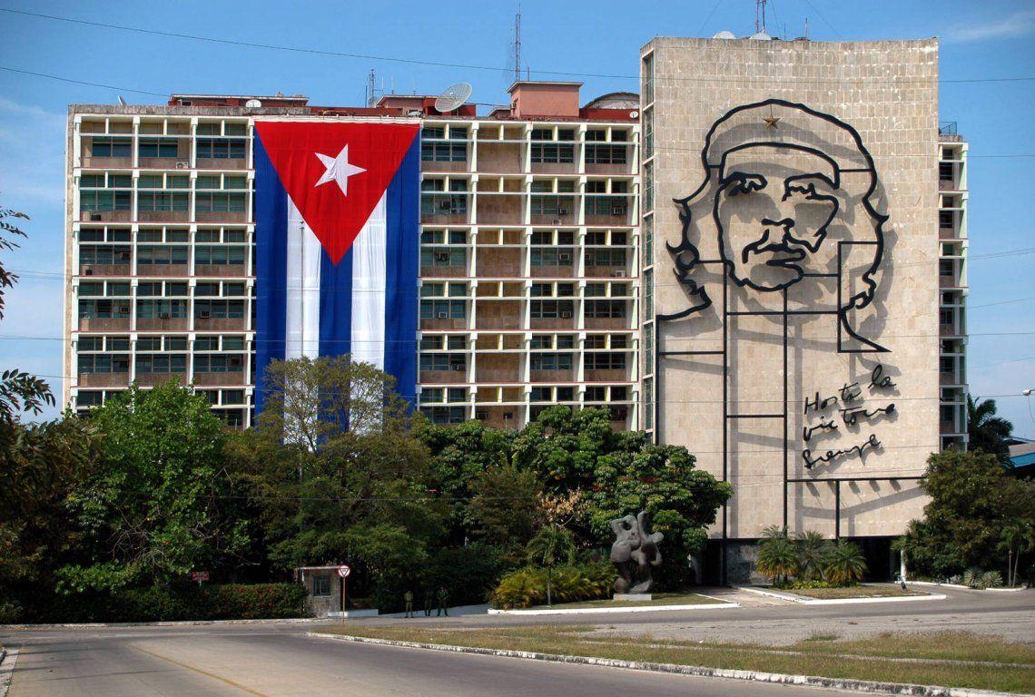 Cuba: plantaron un pino en memoria del Che Guevara