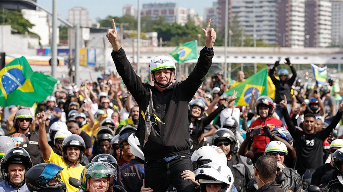 Bolsonaro mantiene su discurso e insistió en pedir a los gobernadores eliminar las cuarentenas y medidas de restricción.