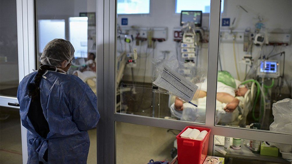 Son 7.366 los internados con coronavirus en unidades de terapia intensiva