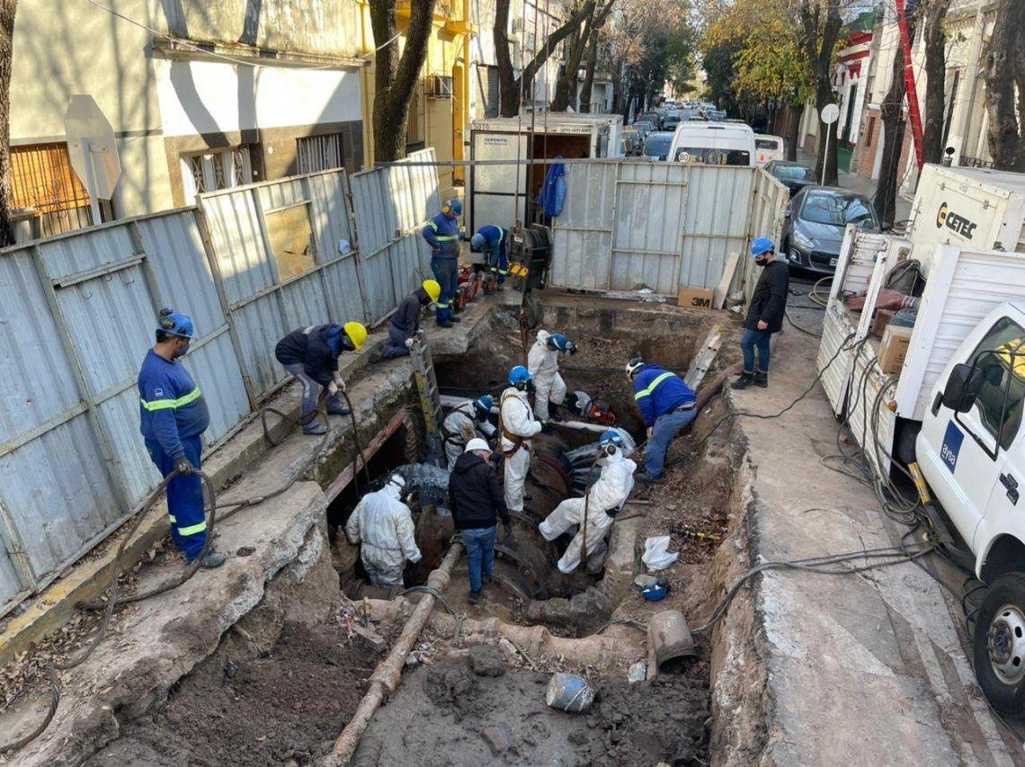 Aysa renovó una enorme válvula centenaria en Caballito