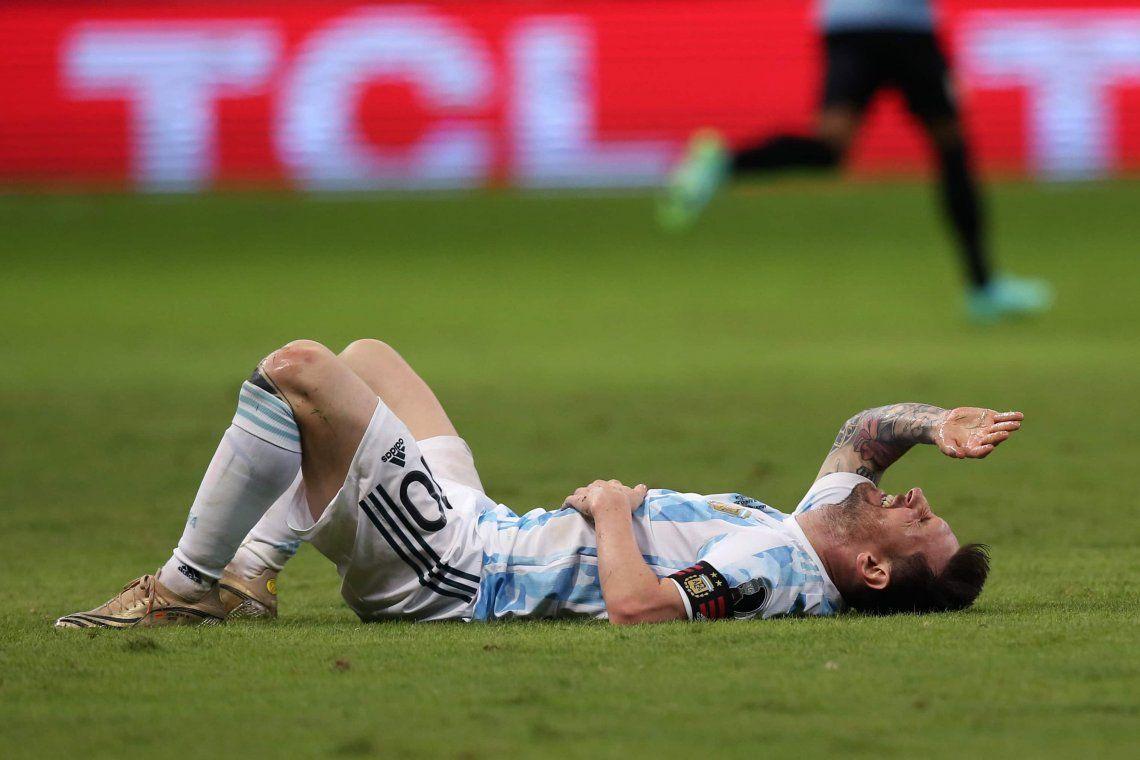 Messi terminó extenuado luego de correr y dejar todo ante Uruguay.