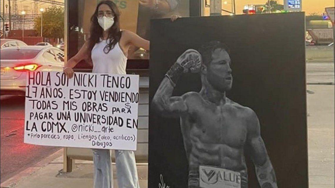 Canelo Álvarez compró un cuadro para que una joven artista continúe estudiando.