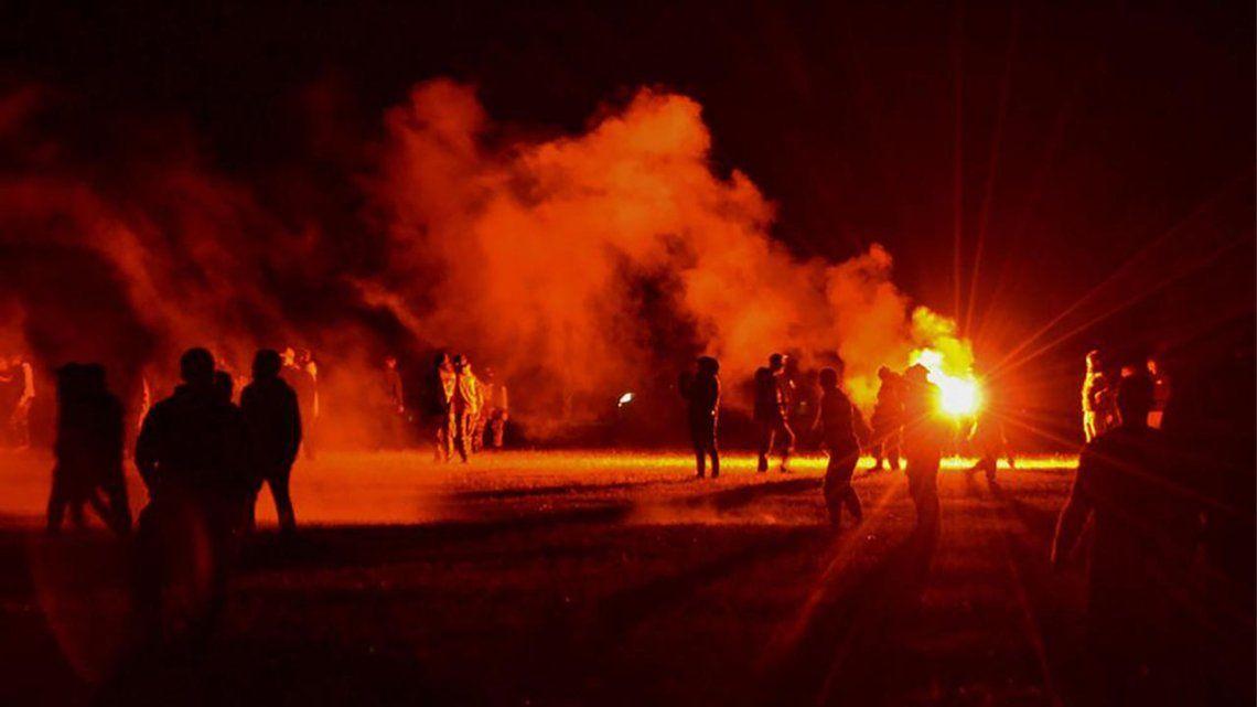 Francia: violentos disturbios para disolver una rave ilegal.