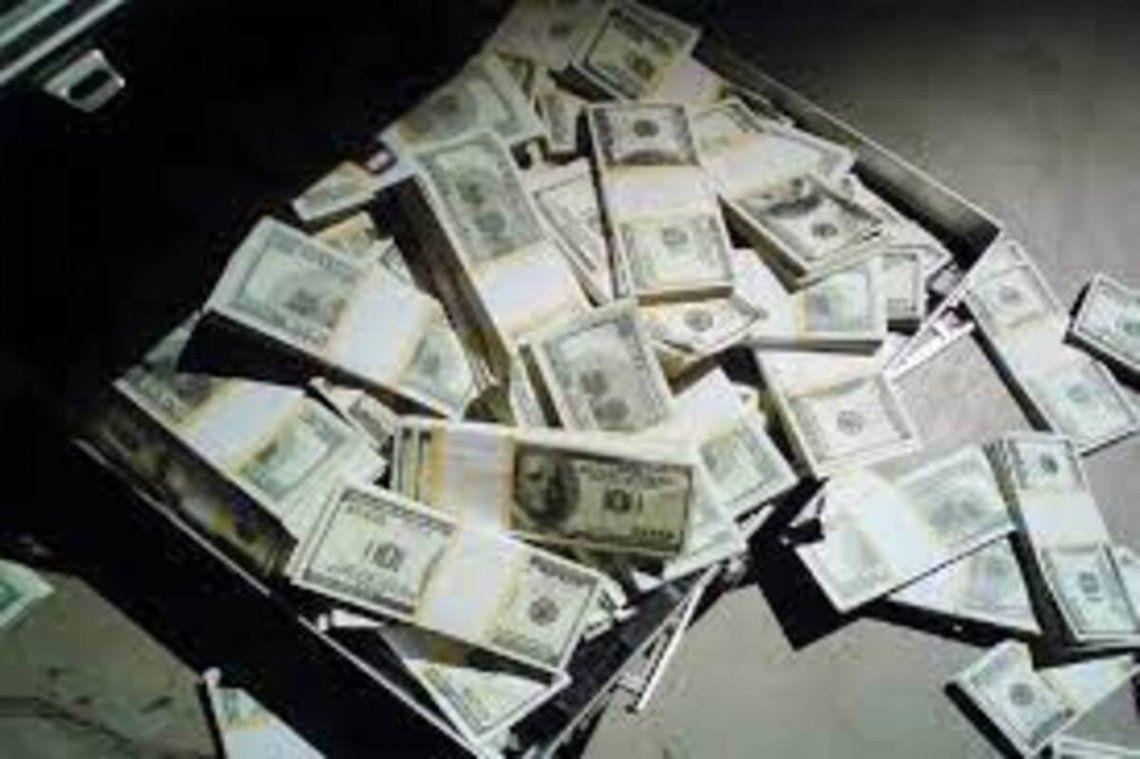 Incautaron una valija con 430 mil dólares en el aeropuerto de Corrientes