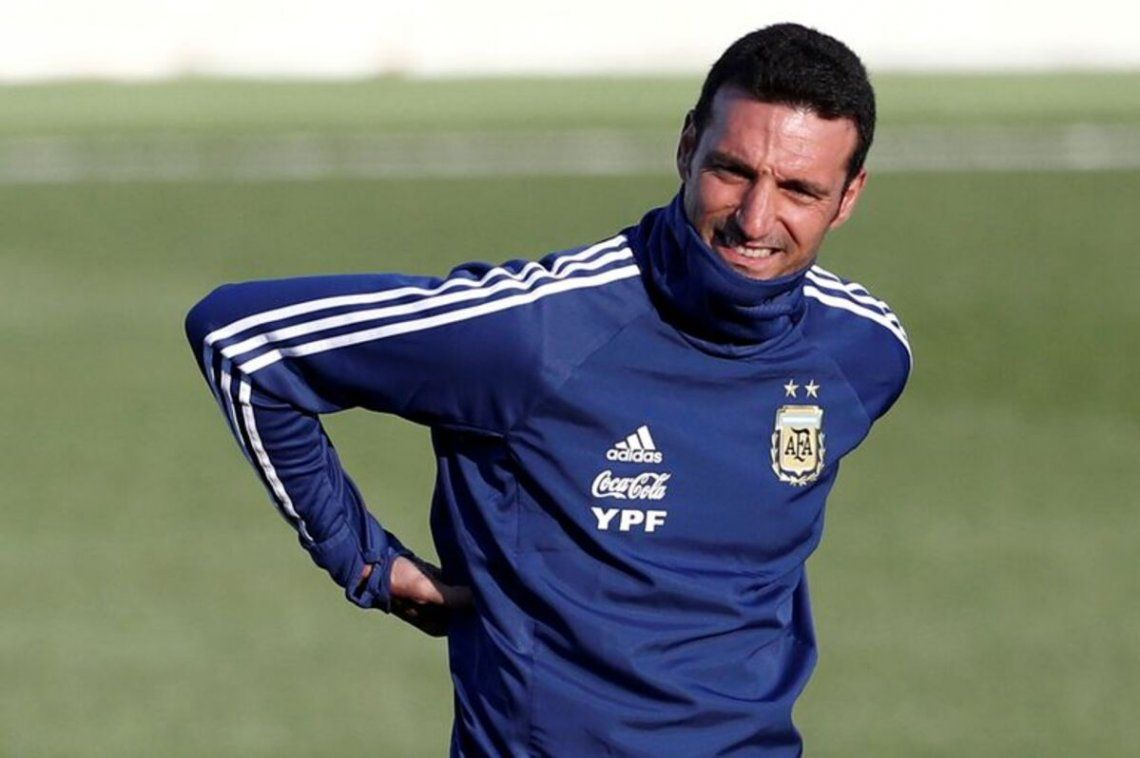 Lionel Scaloni piensa en el once titular para enfrentar a Paraguay.