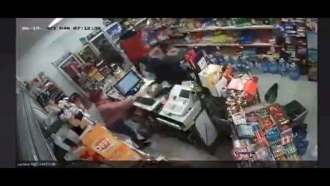 La situación no es nueva para la dueña del local ya que sufrió 36 robos a mano armada.