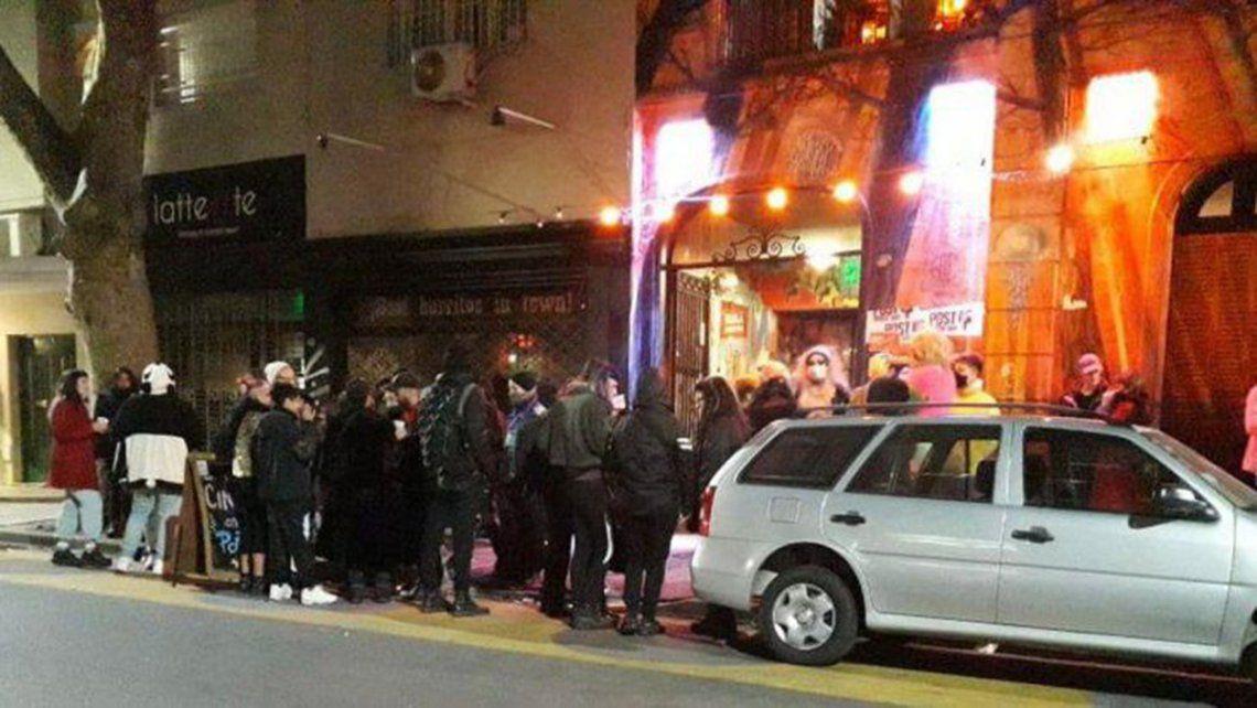 Las más de 100 personas que participaban de la fiesta fueron notificadas de la infracción al Decreto de Necesidad y Urgencia (DNU).