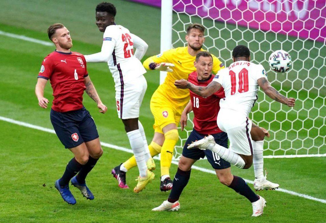 Inglaterra finalizó la fase de grupos como único líder.