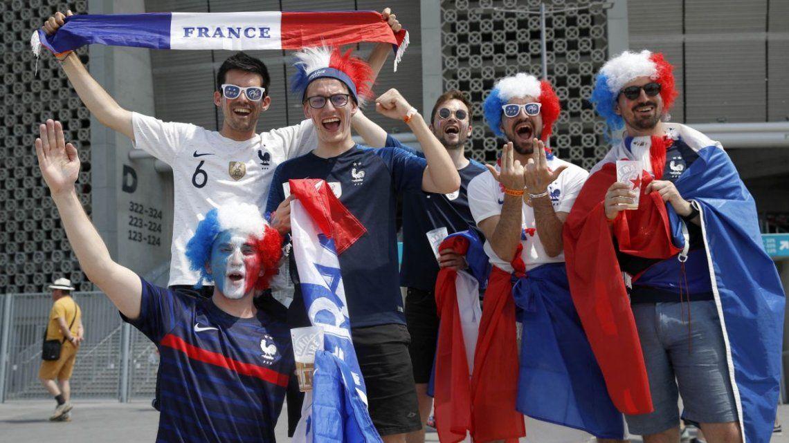 Seis franceses confunden Budapest y Bucarest y se perdieron el Hungría-Francia