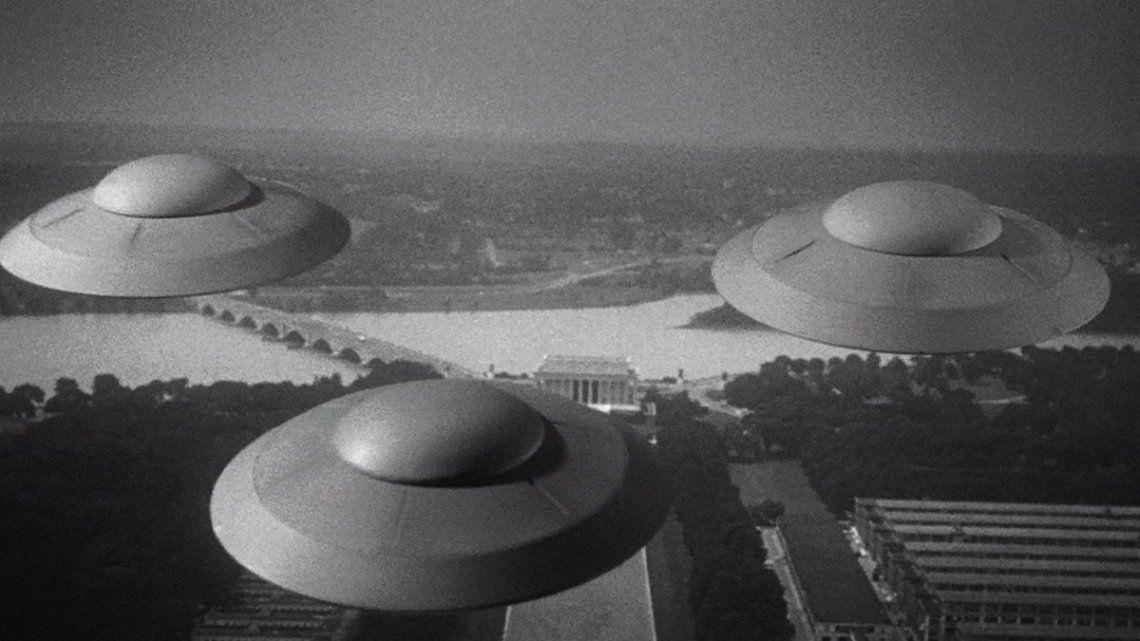 24 de junio de 1947 aparecieron en EE.UU. un conjunto de platos voladores