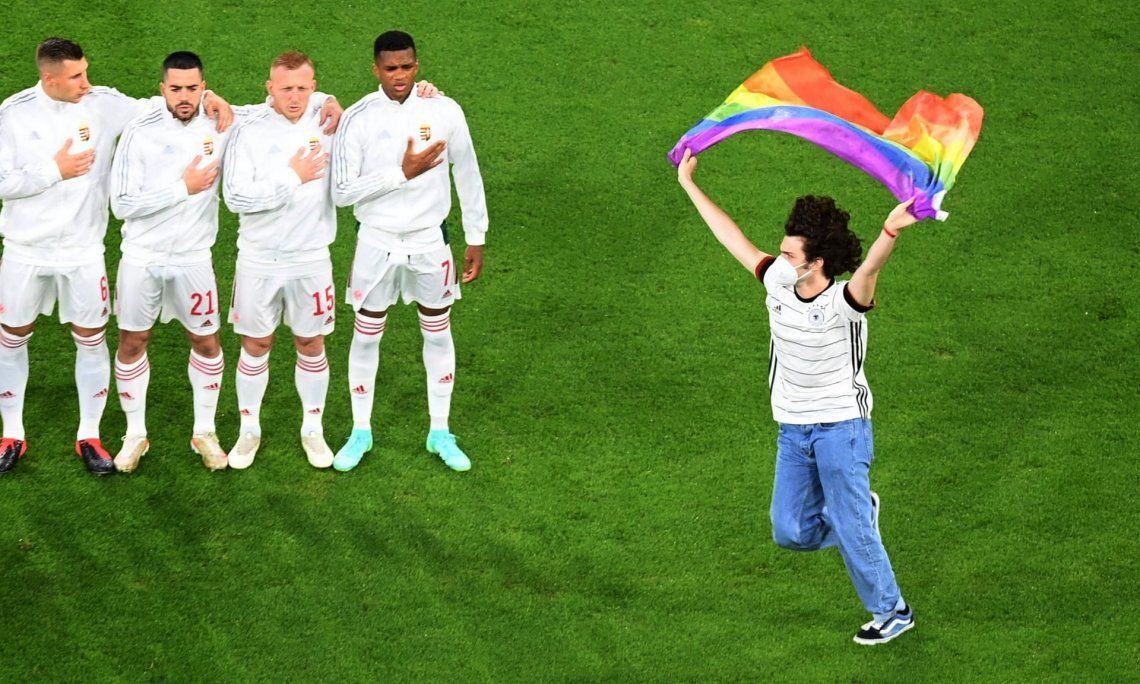 En fotos: estadios alemanes se ilumina en solidaridad con la comunidad LGBTQ+