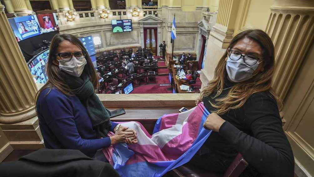 Apoyo de activistas en la sesión.