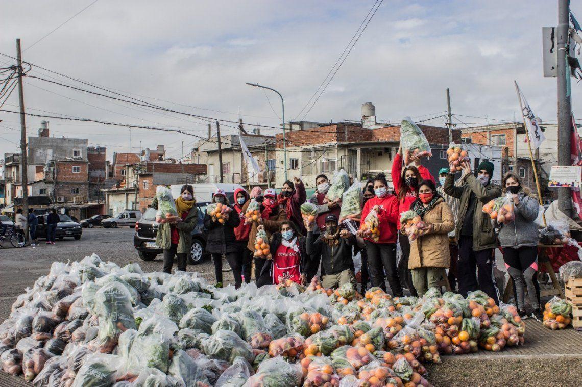 La Unión de Trabajadores de la Tierra organzó un nuevo Frutazo agroecológico.