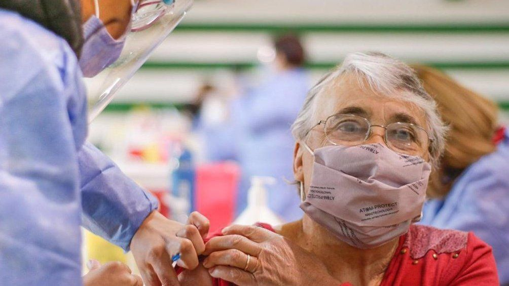 Provincia de Buenos Aires: vacuna sin turno desde los 50 años.