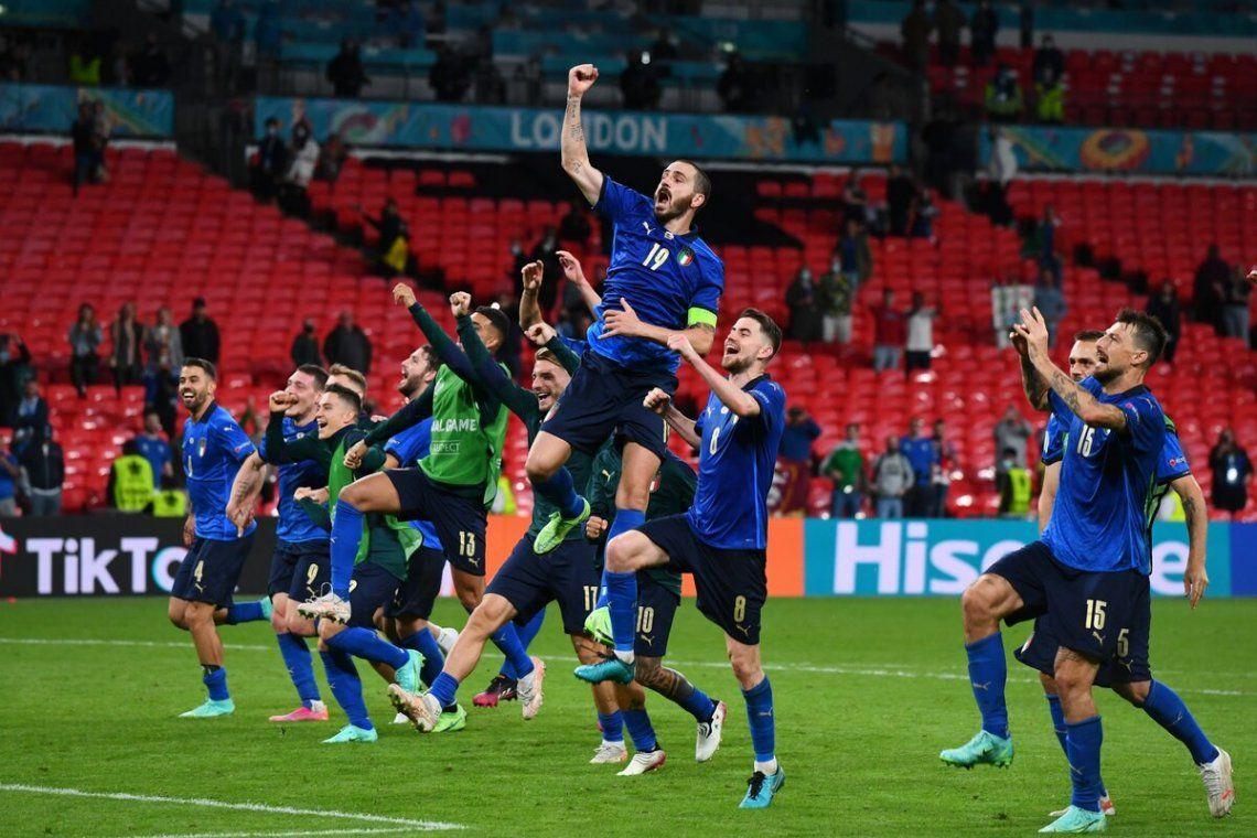 Italia sigue invatible: está en cuartos de final.