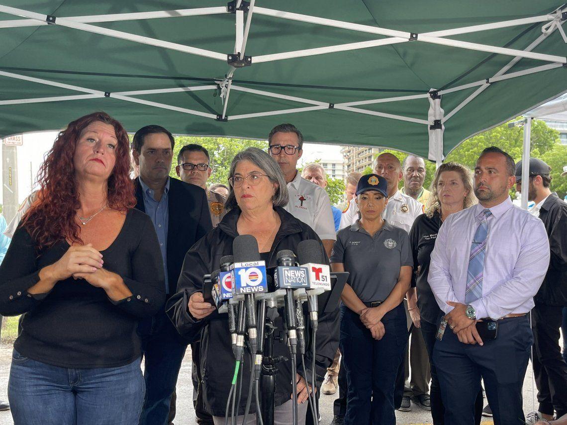 Daniella Levine Cava informó que hasta ahora son 5 los muertos en el derrumbe de Miami