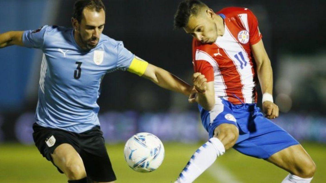 Uruguay y Paraguay se enfrentan por la Copa América.