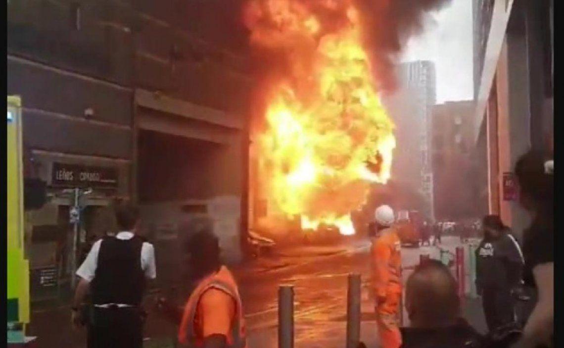 El momento de la explosión en la estación de tren de Elephant and Castle de Londres.