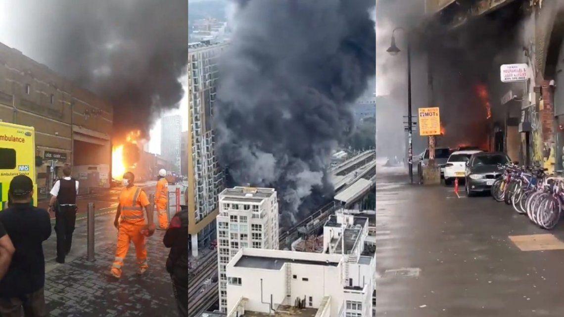 Alrededor de un centenar de bomberos trabajan para apagar el fuego en Londres.