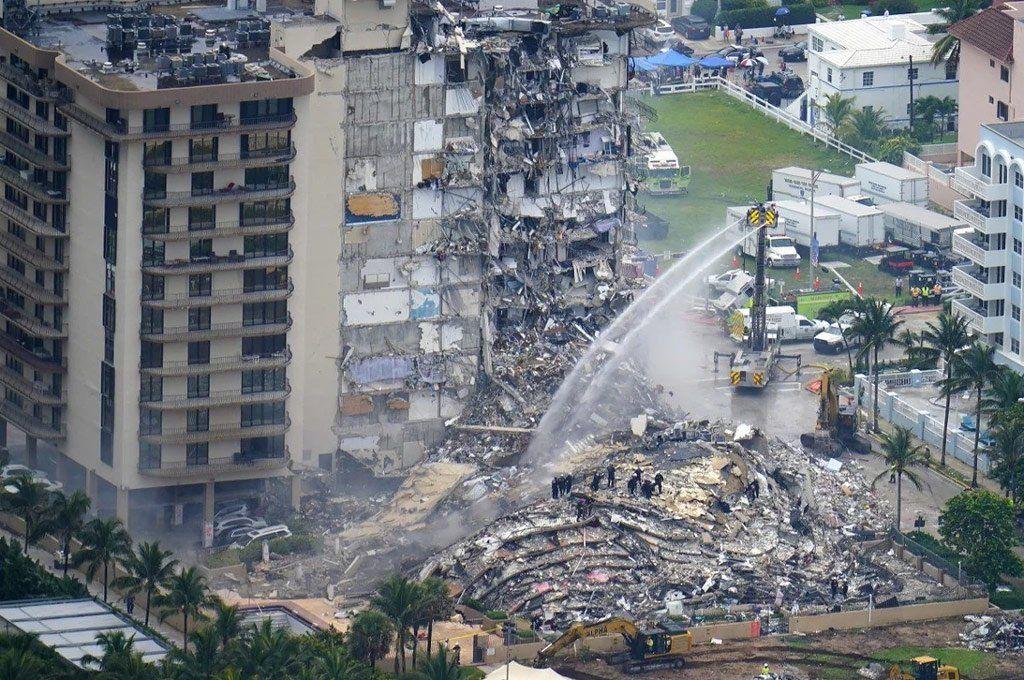 Champlain Towers: son 12 los muertos y piden más rescastistas