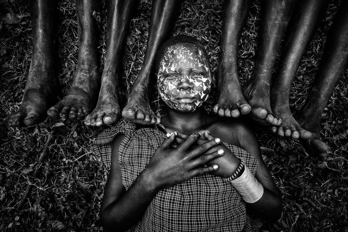 Doncella de la tribu Suri. Tiene 25 años
