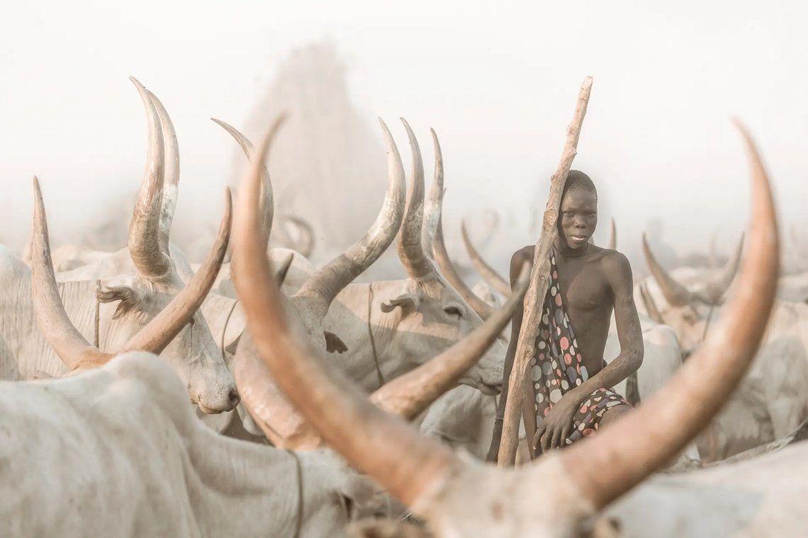 El pastor de ganado mundari. Un pastor en Sudán del Sur. Fotografía: Josef Bürgi