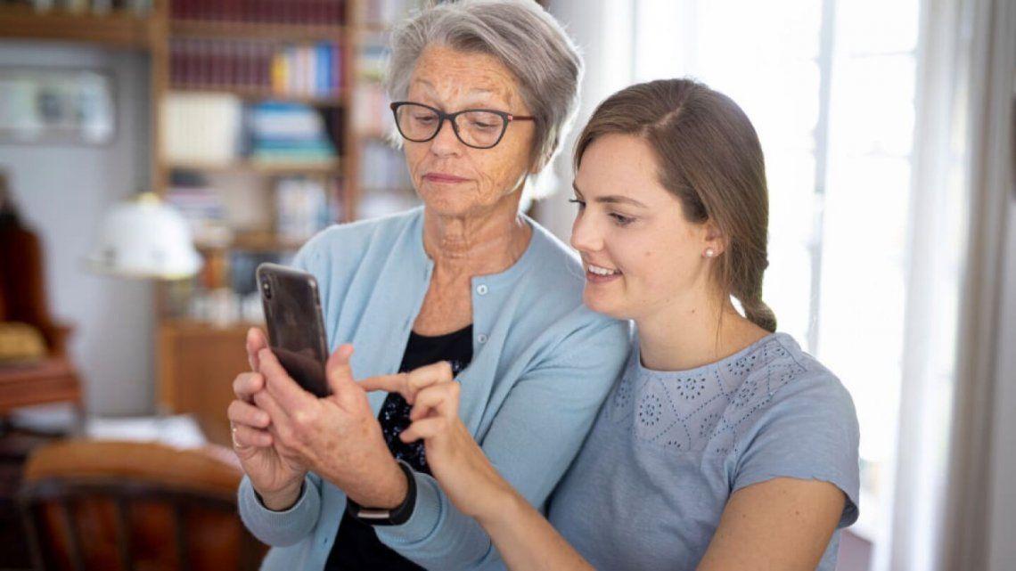 Motorola te brinda consejos para ayudar a los adultos mayores a aprovechar sus celulares