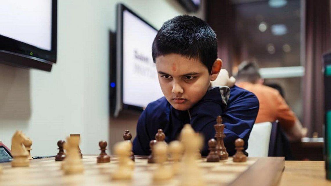 Con 12 años, 4 meses y 25 días se convierte en el Gran Maestro de ajedrez más joven de la historia