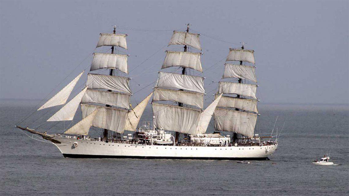 La Fragata Libertad llegó a Mar del Plata.