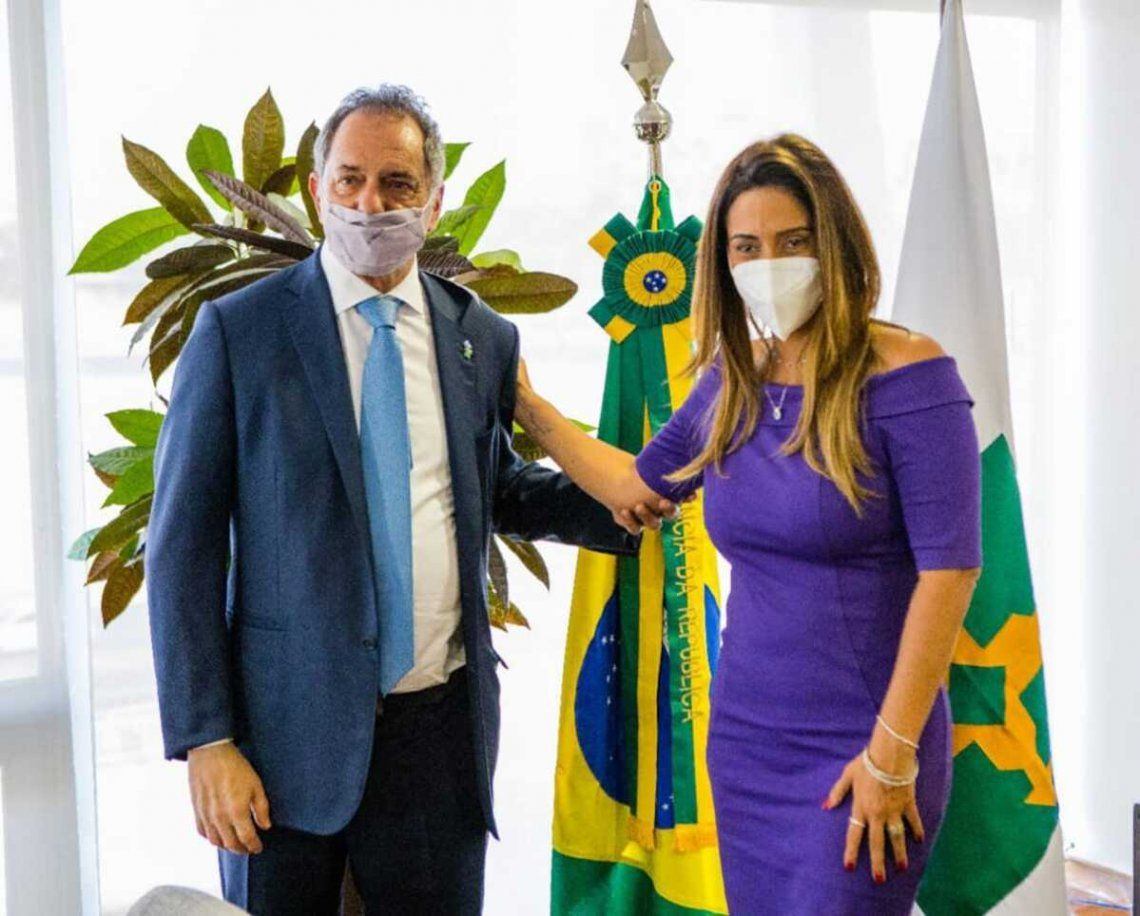 El embajador Daniel Scioli con la ministra de Gobierno de Brasil