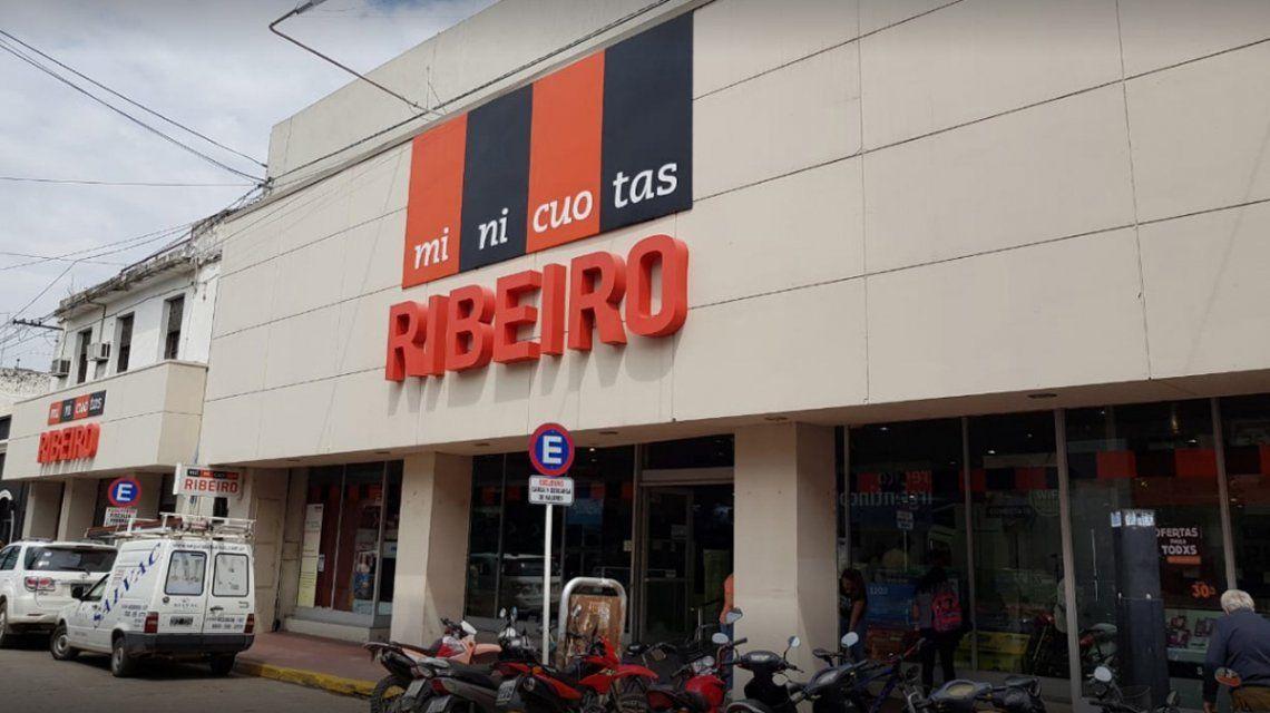 Ribeiro dejó de pagar sueldos y busca comprador
