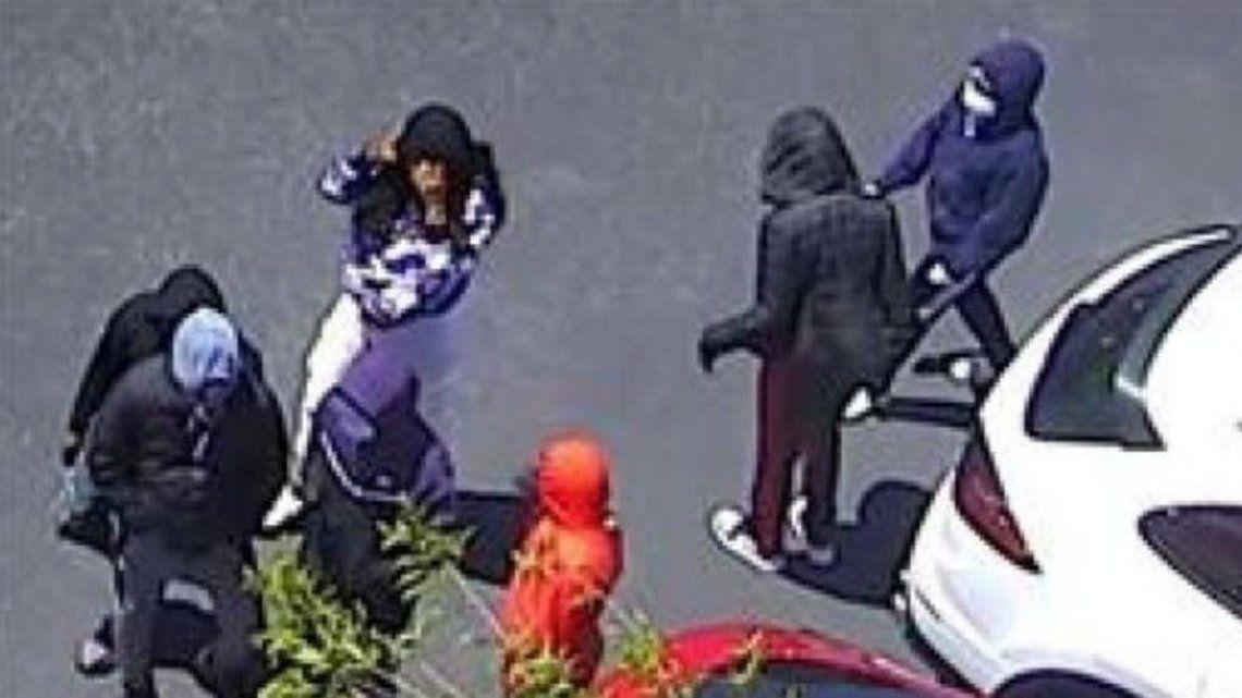 Delincuentes saquean una tienda en EE.UU. y huyen a plena luz del día