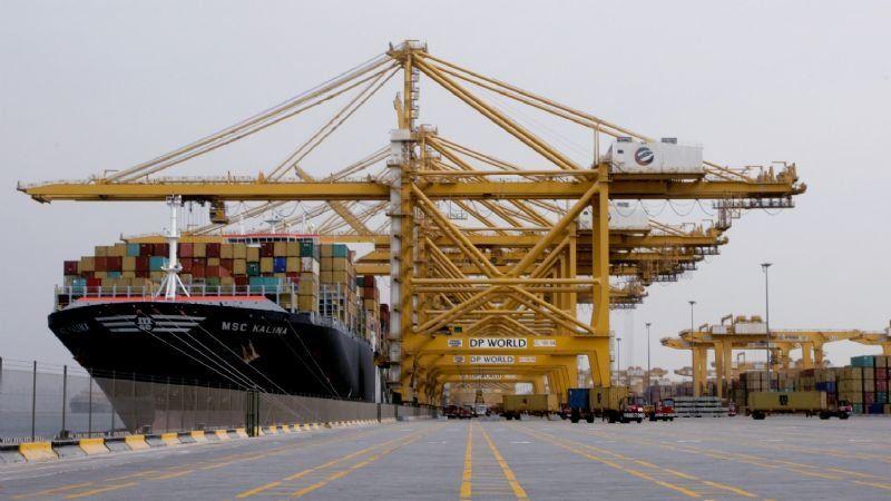 Dubái: incendio en un puerto tras una fuerte explosión