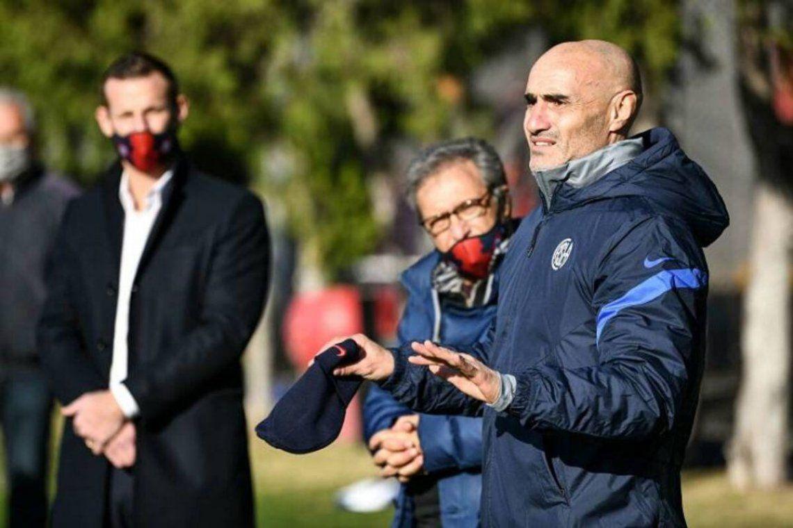 Paolo Montero fue presentado como entrenador de San Lorenzo en junio.