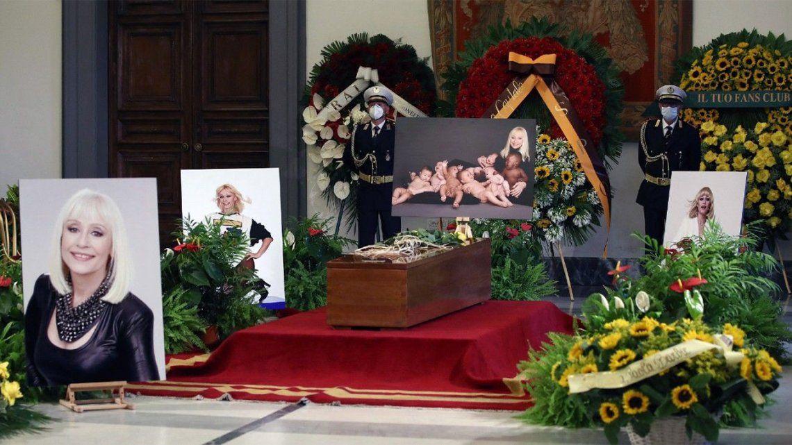 Raffaella Carrá: fanes se acercan para darle el último adiós.