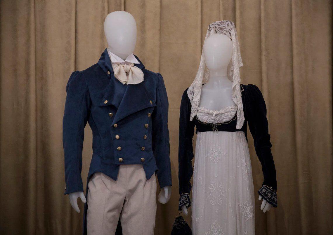 Las fake news de la moda a 205 años de la Independencia: ni miriñaque ni grandes peinetones